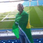 Lucas Pereira com a bandeira do Brasil