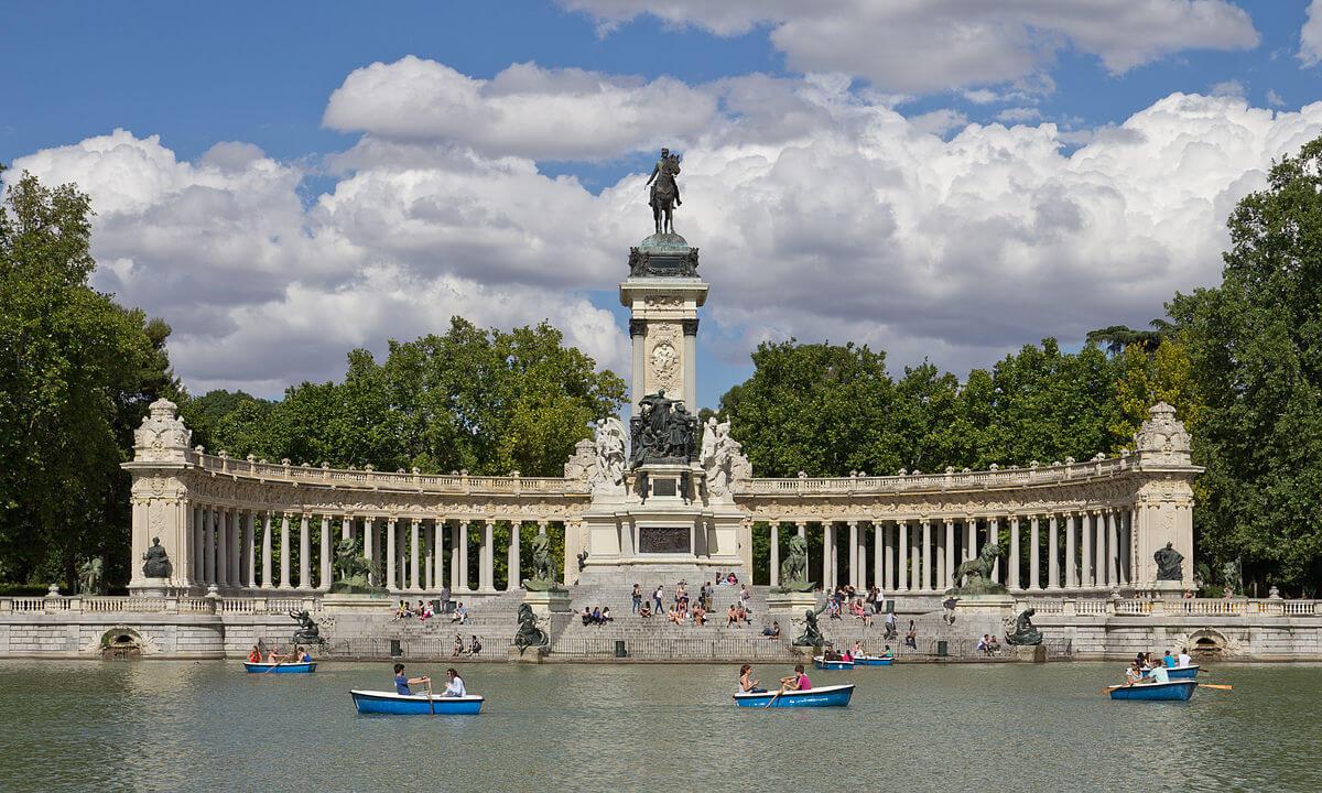 El Retiro park, pond, Madrid
