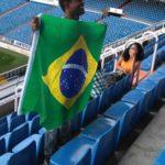 Aluno com a bandeira do Brasil