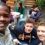 Grupo Viamundo, 2017, selfie en el patio