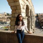 Ellien Barbosa, ao lado do aqueduto de Segóvia