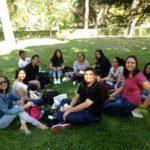 Ellien Barbosa, no parque com colegas de classe