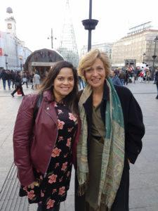 Fabiana Moura con Begoña Llovet en la Puerta del Sol