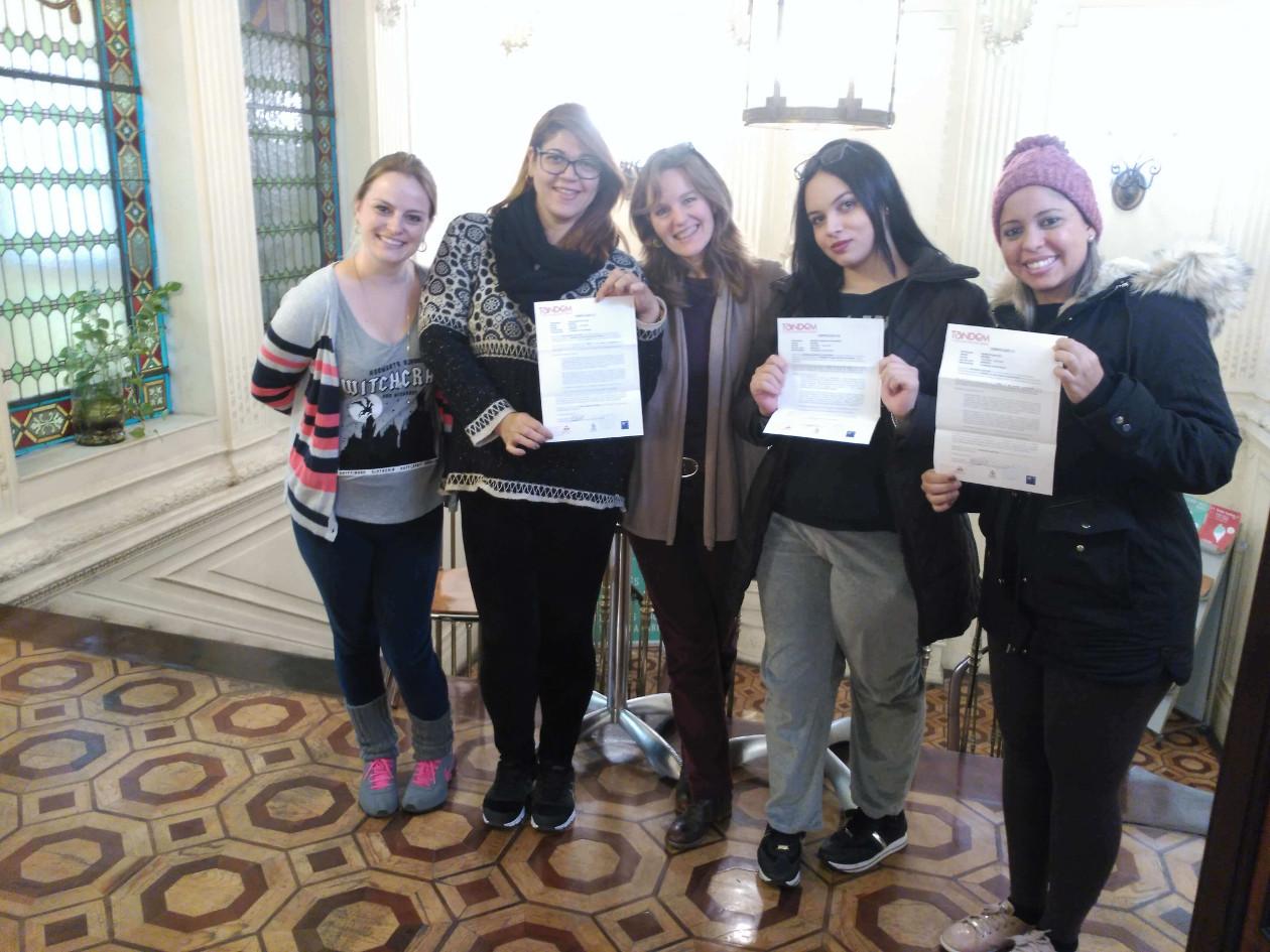 Grupo de estudantes Fusion Línguas e Intercâmbio
