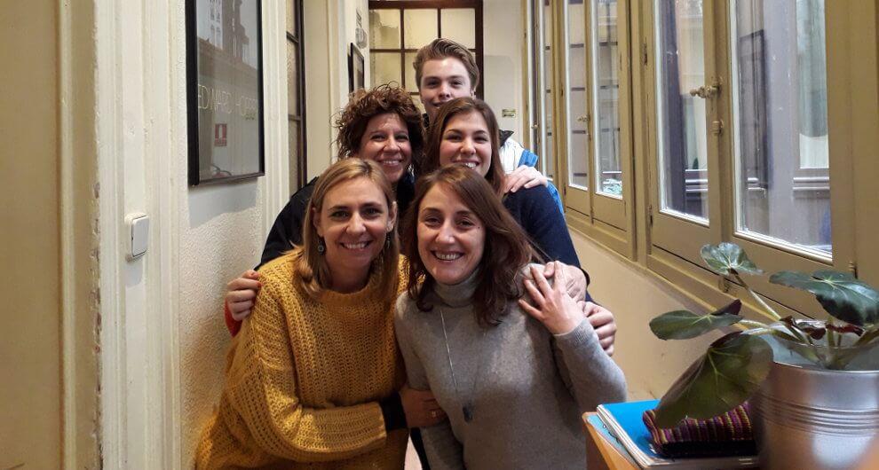 Karla Ferrari con los profesores