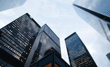 Vista de edificios desde abajo
