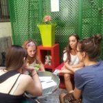 Estudantes de intercâmbio falando, TANDEM Madrid