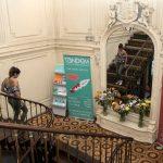 TANDEM Madrid, escalier avec étudiant